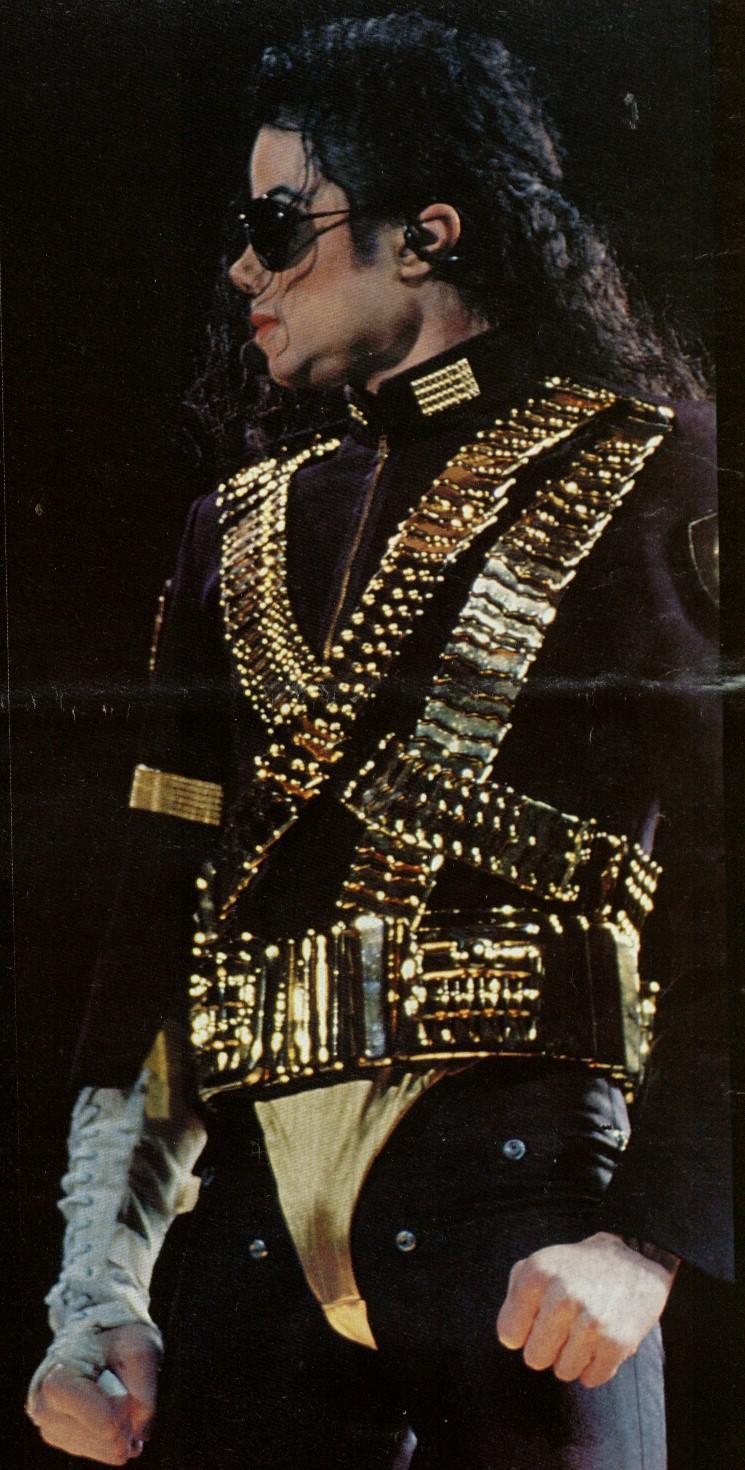 MJ 2012 1993 Dangerous Tour 2.jpg