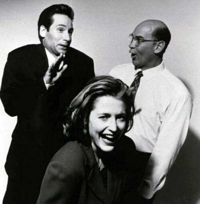 David-Duchovny-Gillian-Anderson-and-Mitch-Pileggi-goofing-around.jpg